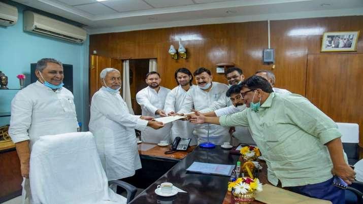 RJD leader Tejashwi Yadav along with Grand Alliance