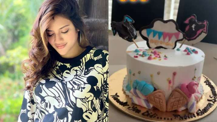 India Tv - Pregnant Nusrat Jahan receives special 'boy or girl' themed cake