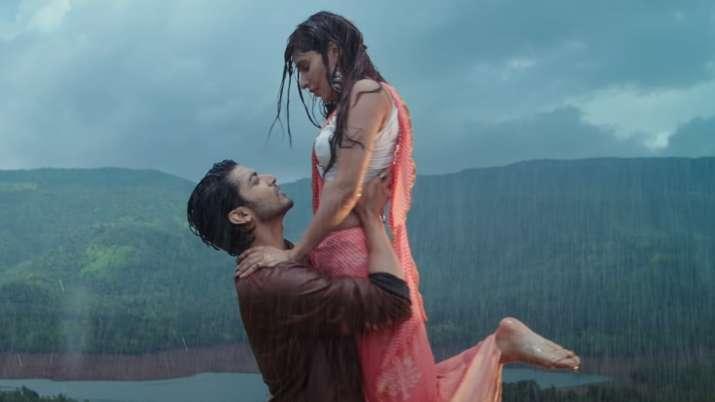 Jubin Nautiyal's 'Barsaat ki dhun' starring Gurmeet Choudhary, Karishma sure to leave you nostalgic