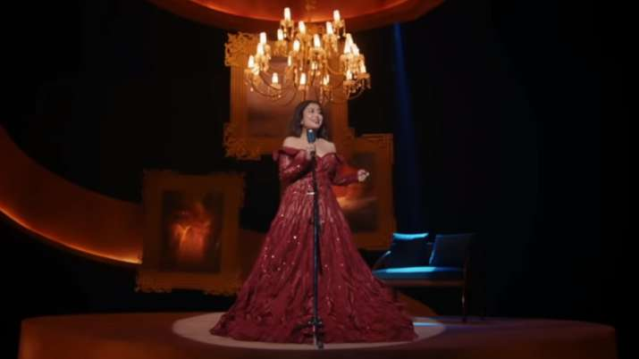 Neha Kakkar releases Dil Ko Karaar Aaya reprise version, husband Rohanpreet reaction is priceless