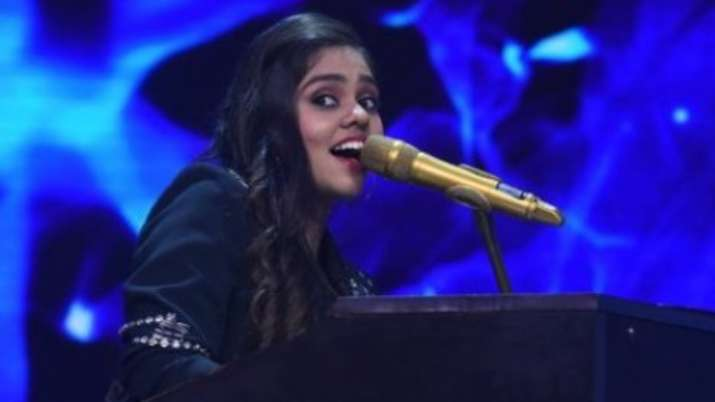 Indian Idol 12: Sarabjit's Omung Kumar gives Shanmukha Priya a chance to sing for his film, draws a sketch