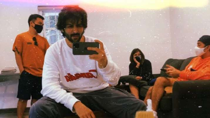 Kartik Aaryan gives sneak peek into his new look, fans wonder if it's for new project; see pic
