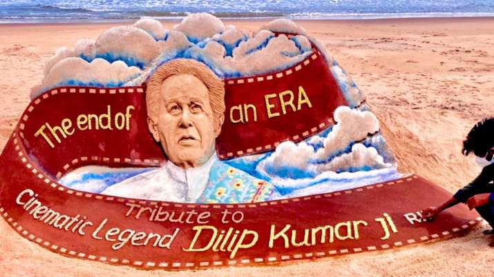 Sudarsan Pattnaik pays tribute to legendary actor Dilip Kumar with special sand art
