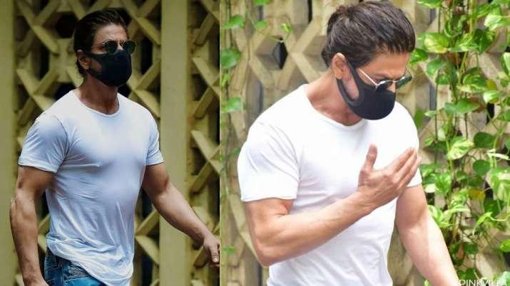 Watch: Shah Rukh Khan greeting a cop before entering Dilip Kumar's house is winning netizen's heart