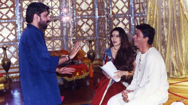 Devdas turns 19: In quirky post Shah Rukh Khan reveals how his 'dhoti kept falling off' during shoot