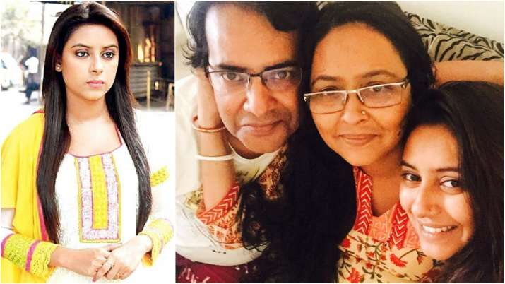 Pratyusha Banerjee's parents forced to live in one room, face financial  crunch post her demise | Tv News – India TV