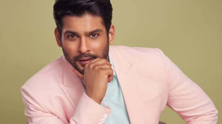 Bigg Boss 13 winner Sidharth Shukla wears pink suit, makes fans go gaga over his hot looks | PICS