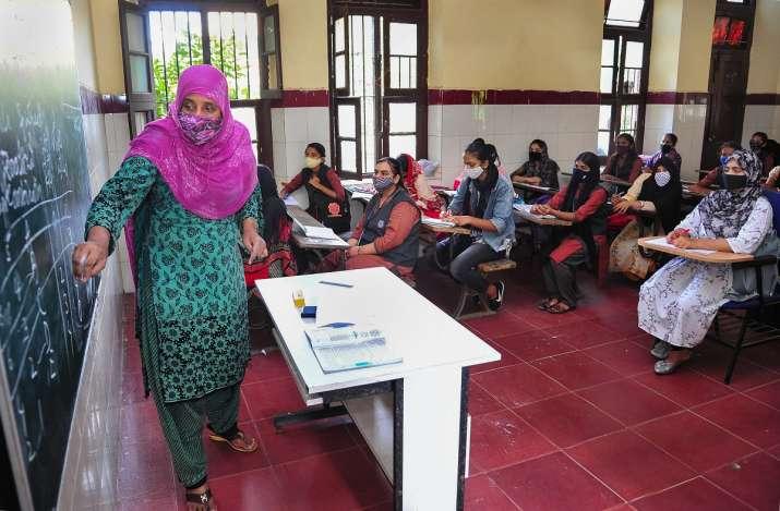 teachers to get vaccinated on priority in karnataka