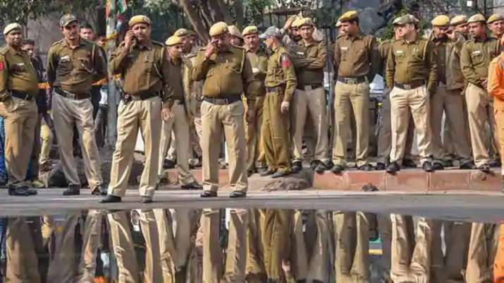 UP: 6 robbers loot 15 kg gold, Rs 5 lakh from Manappuram
