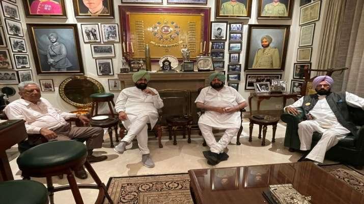 India Tv - Punjab Speaker Rana K.P Singh, Rajya Sabha MP and former PPCC president, Pratap Singh Bajwa, and cabinet minister Rana Gurmeet Sodhi called on CM Amarinder Singh at his residence.