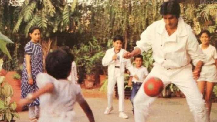 Amitabh Bachchan shares perfect throwback moment