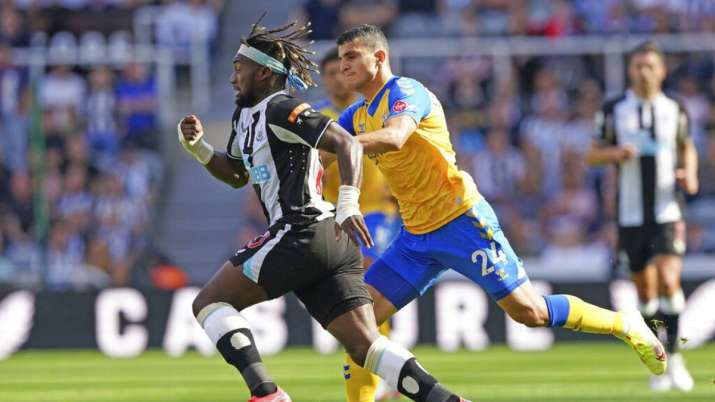 Newcastle United's Allan Saint-Maximin, left, and Southampton's Mohamed Elyounoussi