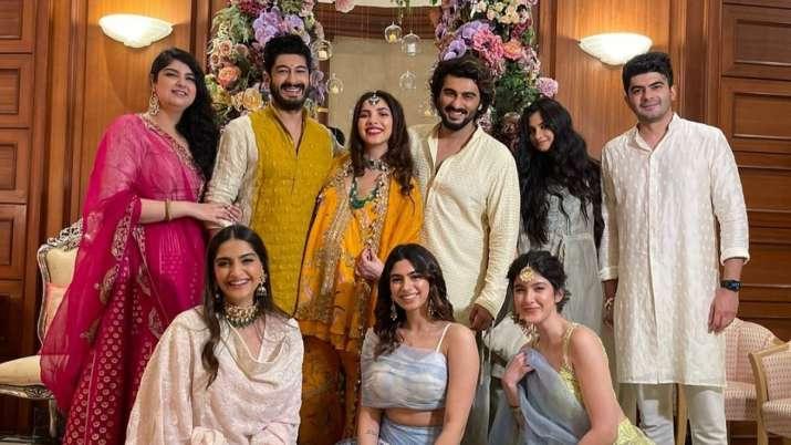 Arjun Kapoor shares photos with his cousins