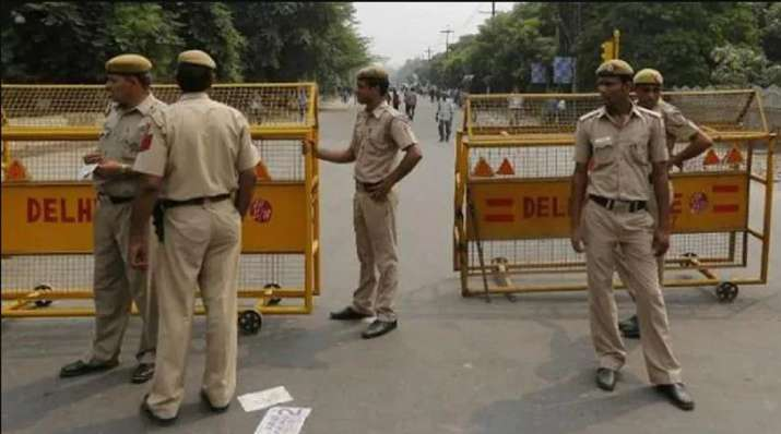 Advocate beaten up, robbed outside Karol Bagh police station
