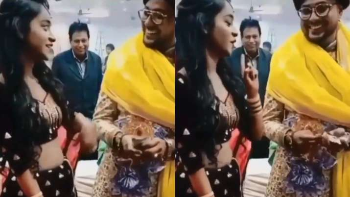 Sister-in-law recreates 'Joote Lo, Paise Do' moment with jiju during wedding. Video goes viral