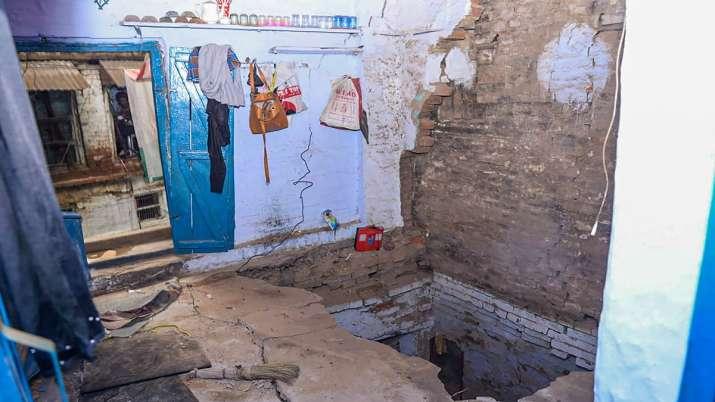 Uttar Pradesh, Kanpur, Mother dead, two children die, house collapse, latest national news updates,