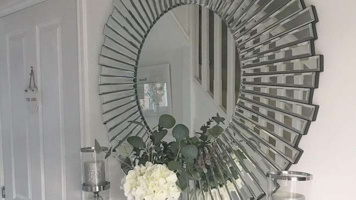 Vastu Tips: Do not keep mirror in this direction for better luck