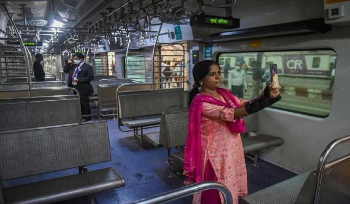 Mumbai local train: QR-based travel pass to be issued at 65
