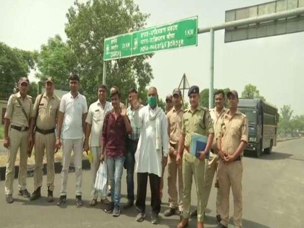 pak nationals sent back home