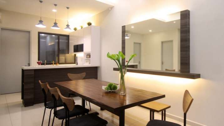 Vastu Tips: Place large size mirror in the dining area for better luck