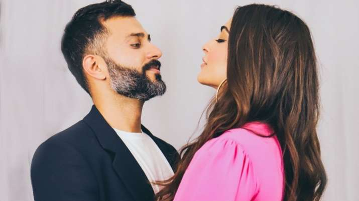 Sonam Kapoor 'can't wait to see' husband Anand Ahuja as she 'terribly' misses him; shares mushy post