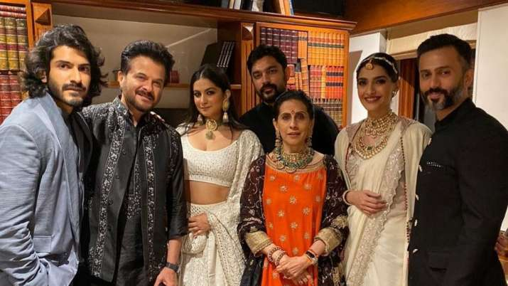 Anil Kapoor shares family picture after daughter Rhea weds Karan Boolani