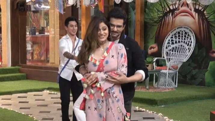 Bigg Boss OTT LIVE: Boys to impress their connections, romance brews between Shamita Shetty-Raqesh