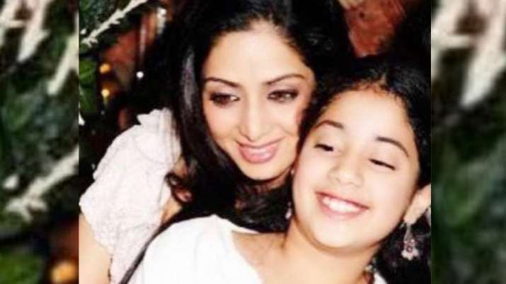 'Everything is for you,' says Janhvi Kapoor as she misses mom Srivedi on her birth anniversary