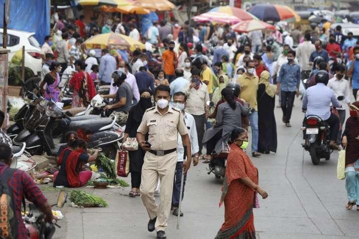 covid 19 crowd in maharashtra