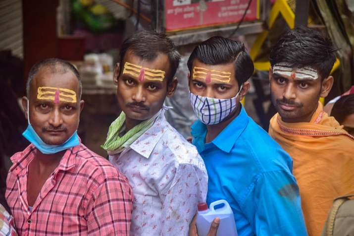 kashi vishwanath, covid norms flouted, sawan month