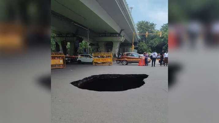 sink hole iit delhi flyover