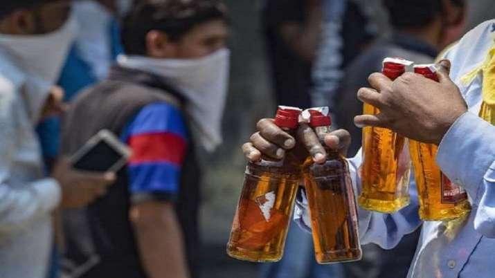 agra, ten die in Agra, 'spurious' liquor kills 10 in Agra,  Nine policemen suspended, policemen susp