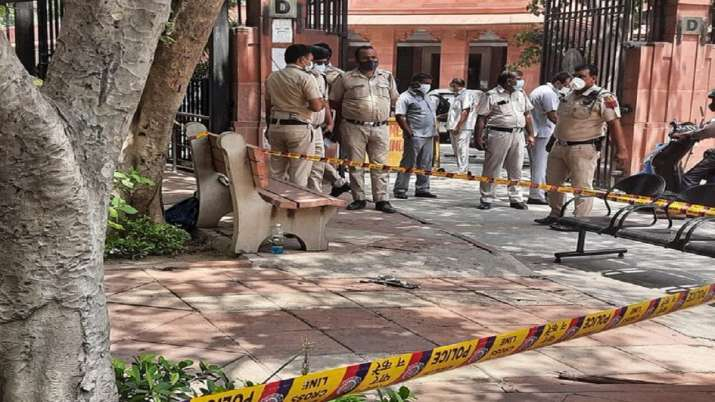 Man dead, man attempted self immolation, Supreme Court, man succumbs injuries, latest national news