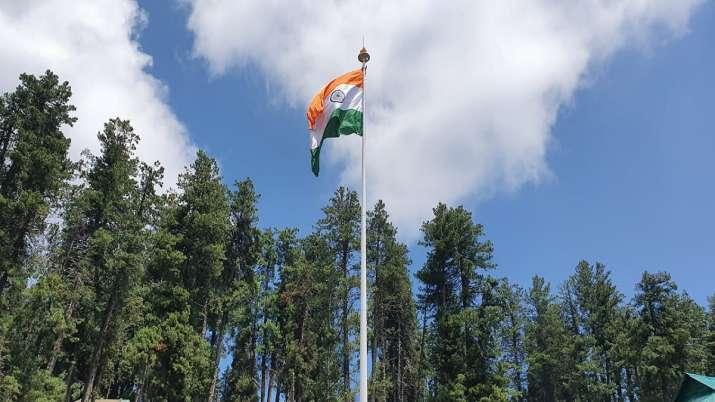 India Tv - Army installs 100 feet tall tricolour in Jammu and Kashmir's Gulmarg