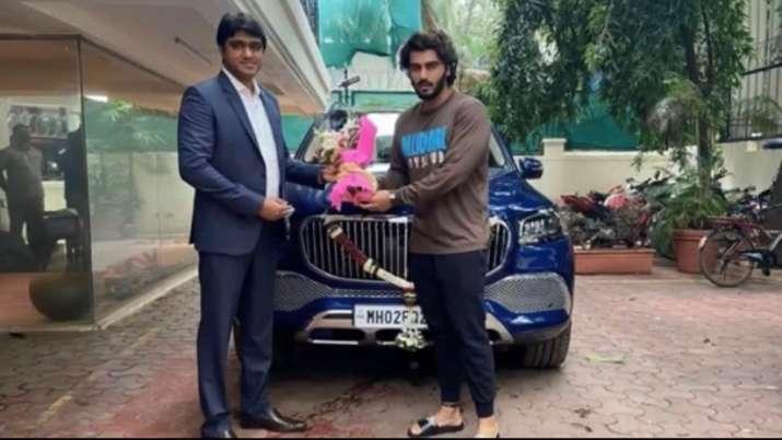 Arjun Kapoor with his new luxury car