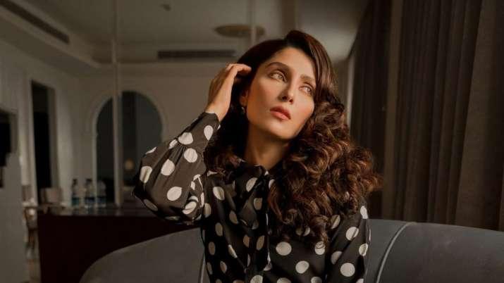 Top Pakistani actress Ayeza Khan recreates hit Sridevi song 'Mere Haathon Mein'