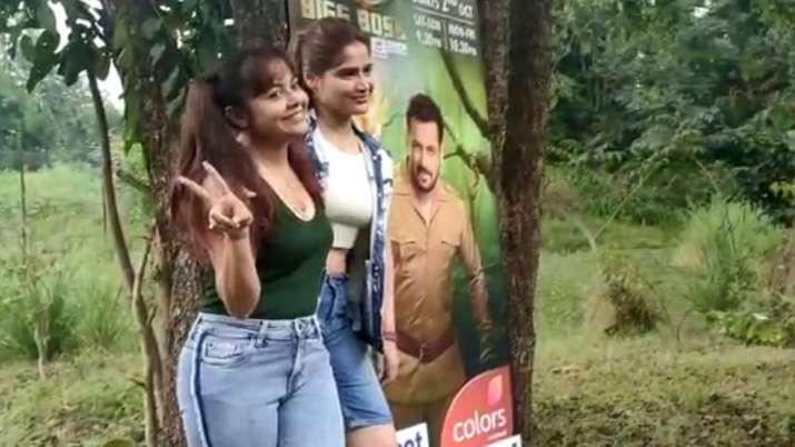 Bigg Boss 15 Launch: Devoleena, Arti Singh enjoy tea making competition in jungle