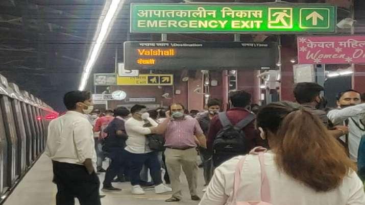 Yamuna bank metro, delhi metro, delhi metro blue line, delhi metro halted
