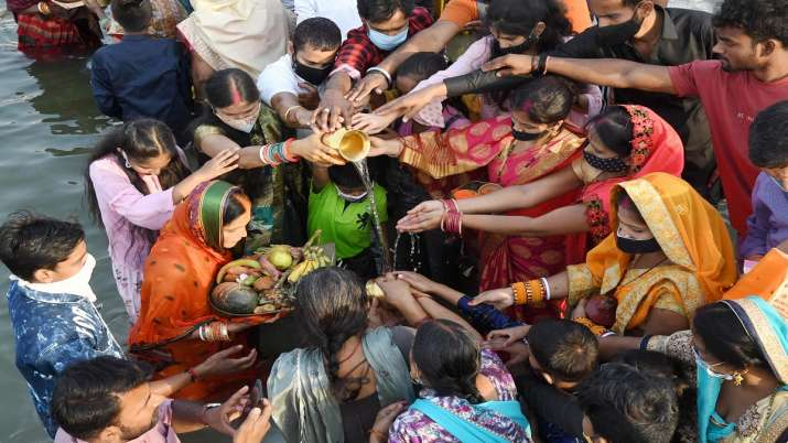 Chhath puja, Chhath puja celebrations, Chhath puja in public places, Chhath puja in river banks, Del