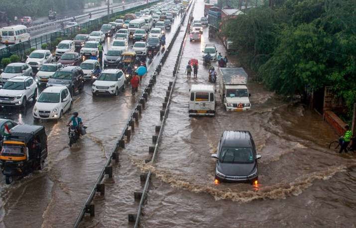 Incessant rain lashes parts of Delhi-NCR, waterlogging in