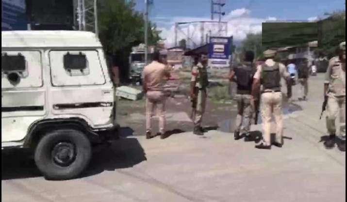 Jammu and Kashmir: CRPF trooper, woman injured in Srinagar