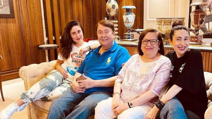 Kareena enjoys family time with parents & sister
