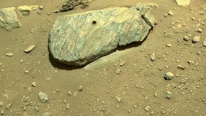 NASA's Mars rover makes 2nd attempt to pick up rock sample