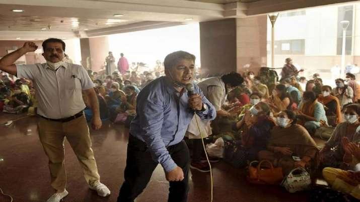 MCD Employees, EMPLOYEES demand, reunification, Delhi, three civic bodies, latest national news upda