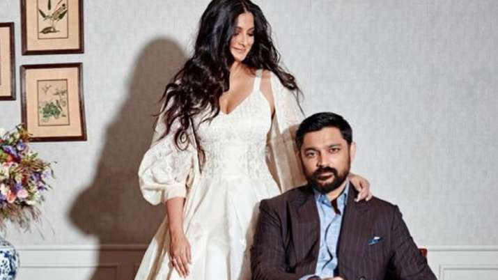Newlyweds Rhea Kapoor-Karan Boolani fly to Maldives for honeymoon, drop poolside pics