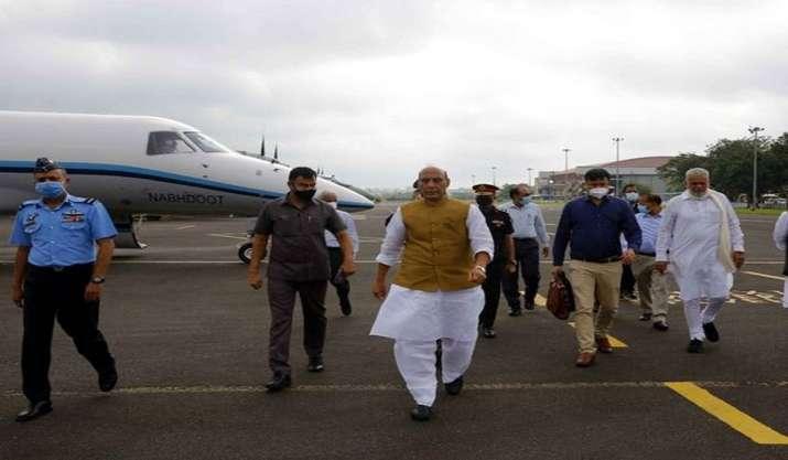 Rajnath Singh, Nitin Gadkari land on NH-925A aboard IAF's C-130 J Super Hercules in Rajasthan's Barmer   LIVE   India News – India TV