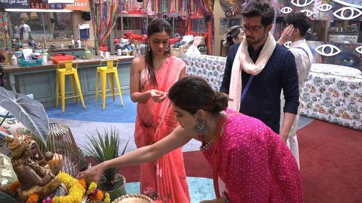 India Tv - Shamita, Shilpa, daughter Samisha wear matching outfit