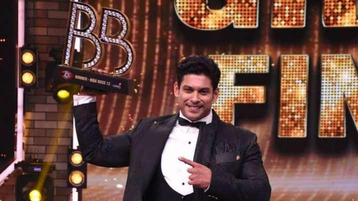 आरआईपी सिद्धार्थ शुक्ला: महान क्षण में वापसी जब अभिनेता ने बिग बॉस 13 की ट्रॉफी जीती |  घड़ी