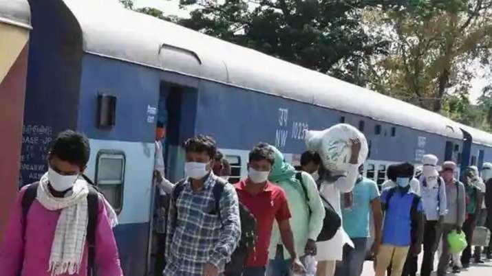 train robbery, thiruvananthapuram, nizamuddin express, train passengers robbed, 3 women train passen