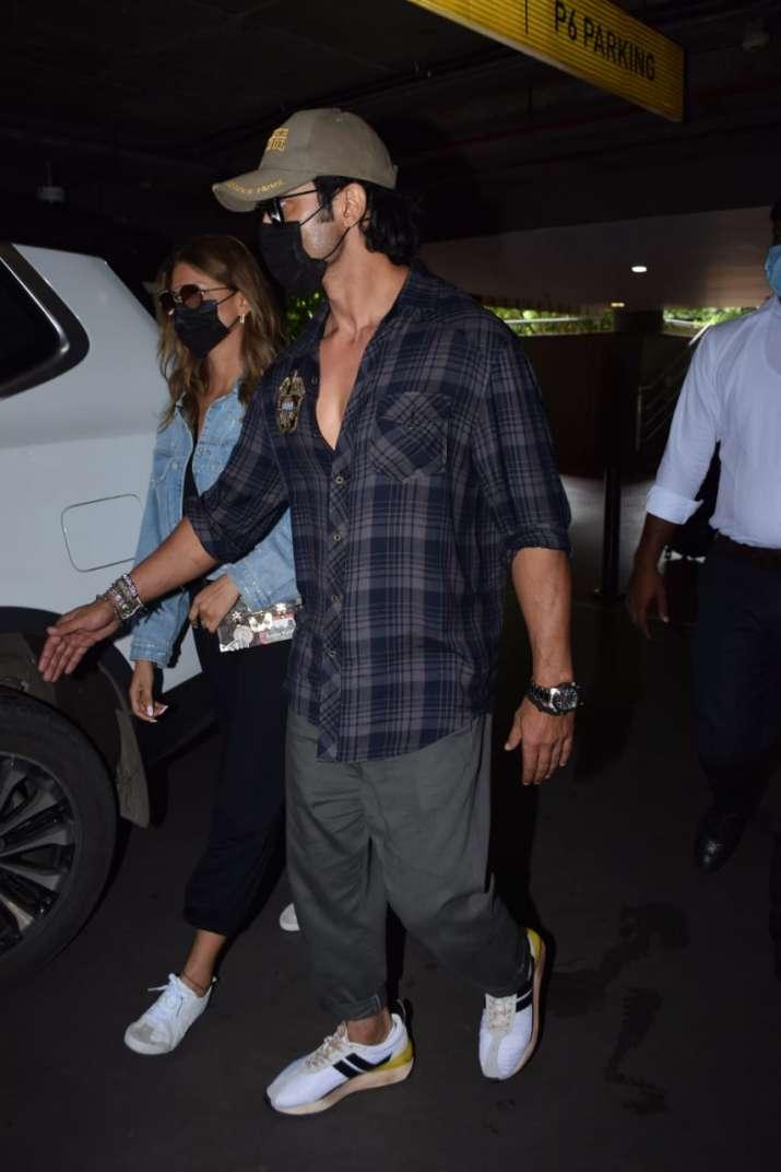 India Tv - Vidyut and Nandita at the airport